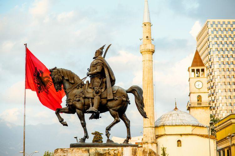 Monument de Skanderbeg à Tirana